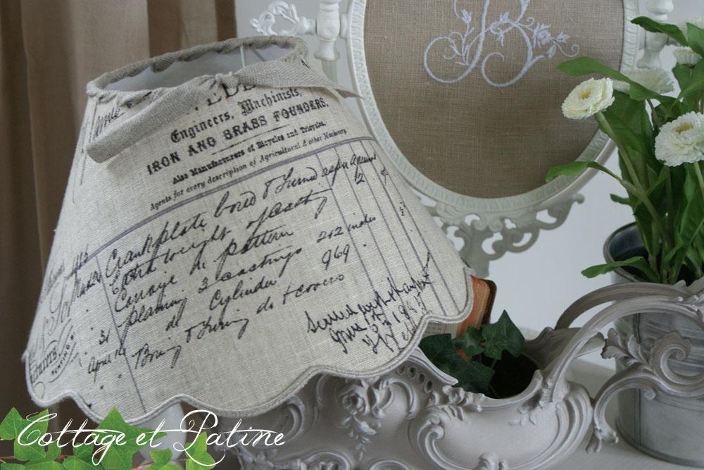 Abat jour réf 4 fait mains écritures facture ancienne avec galon soutache sur base festonnée Cottage et Patine