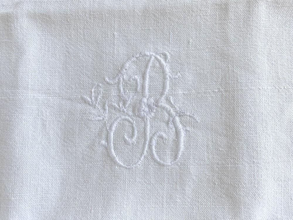 monogramme brodé B linge ancien Cottage et Patine